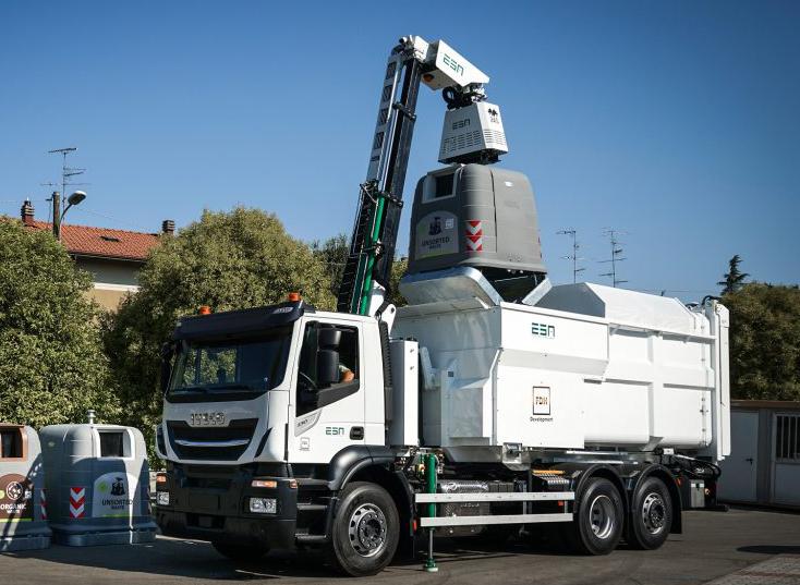 camion raccolta rifiuti di Ecologia Soluzione Ambiente ESA con sistema 2AS
